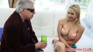 Squirting gonzo babe stuffs toy in ass