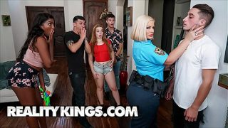 Curvy Officer (Julie Cash) Gets Naughty With Chris – Reality Kings 11 min